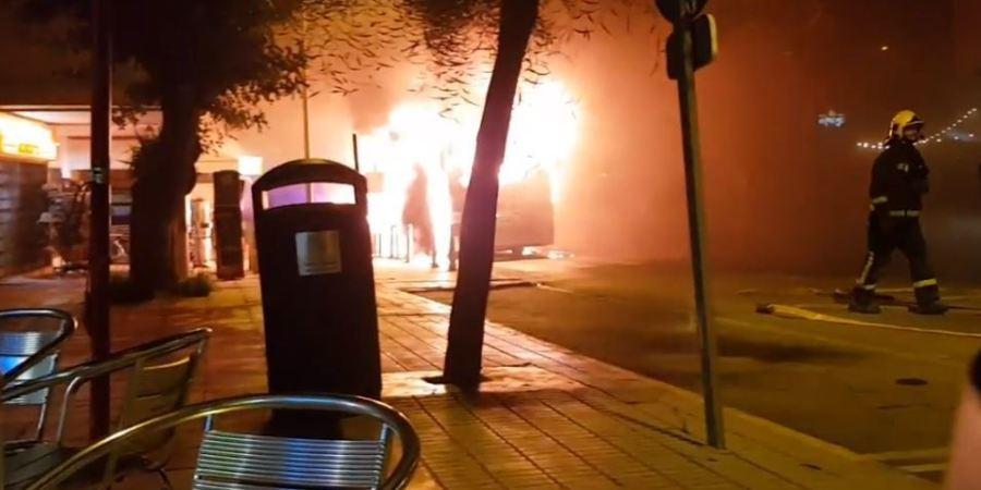 espectacular, incendio, autobús, Ibiza,