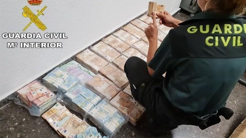 intervenidos, euros, furgoneta, Sagunto, Guardia Civil,