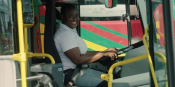Charlotte, conductora, autobús, Scania, Accra, Ghana,