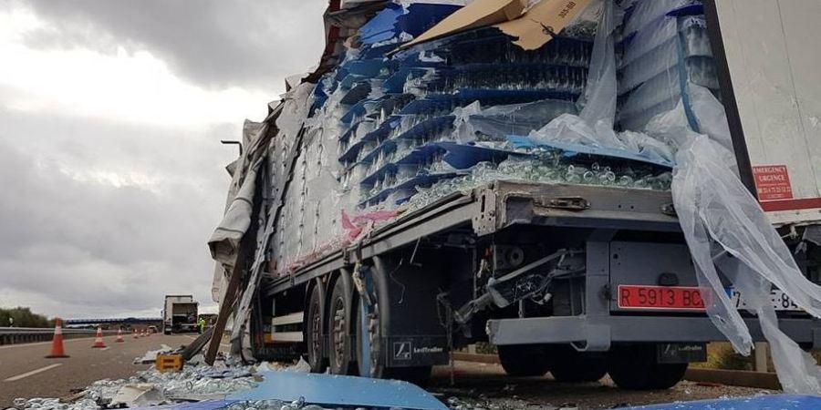 accidente, camiones, A-66, cortado, carril, derecho, autovía,