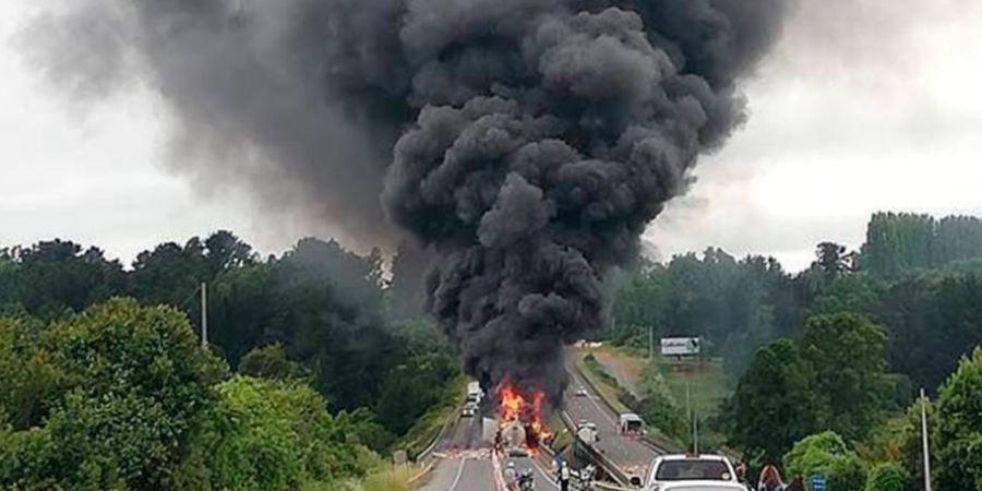 fallecen, camioneros, colisión, camiones, incendio, Chile,