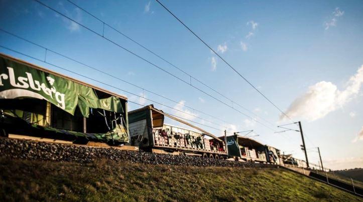 seis, 6., muertos, accidente, tren, Dinamarca, puente, entre islas, sucesos, sociedad,