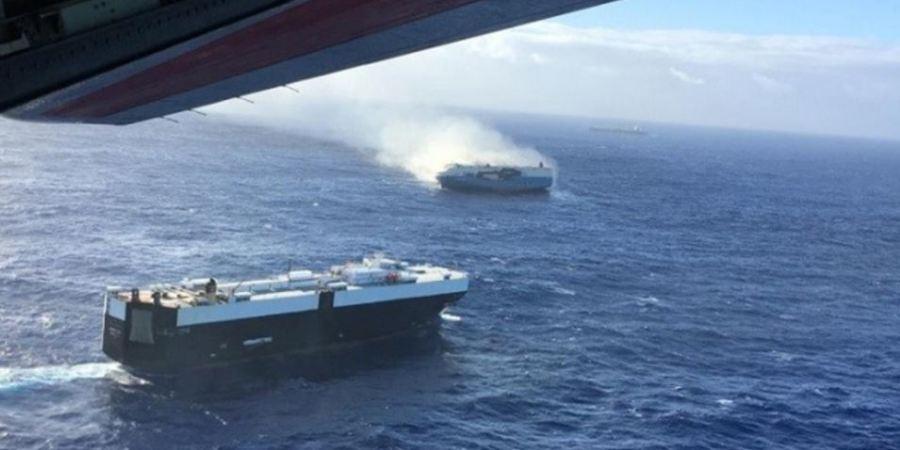 barco, deriva, tripulación, incendio, Pacífico, Nissan,