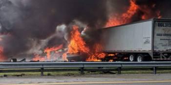 fallecen, camioneros, niños, incendio, colisión, camiones, turismo, furgoneta, Florida,