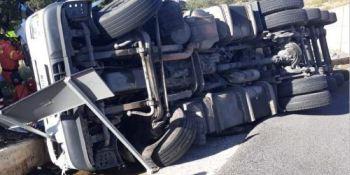 rescatado, camionero, atrapado, cabina, vuelco, camión, CV-23