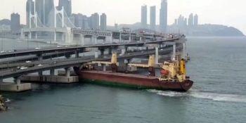 carguero, ruso, choca, puente, Corea del Sur, capitán, ebrio,