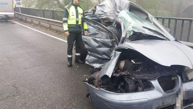 fallece, mujer, colisionar, vehículo, camión, A Coruña,