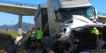 dos, fallecidos, seis, heridos, colisión, camión, turismo, A-30,