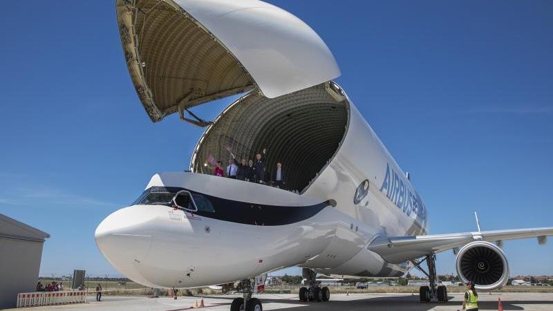 Beluga XL, Airbus, aterriza, primera, vez, España,