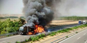 cortada, A-62, sentido, Burgos, incendio, camión,
