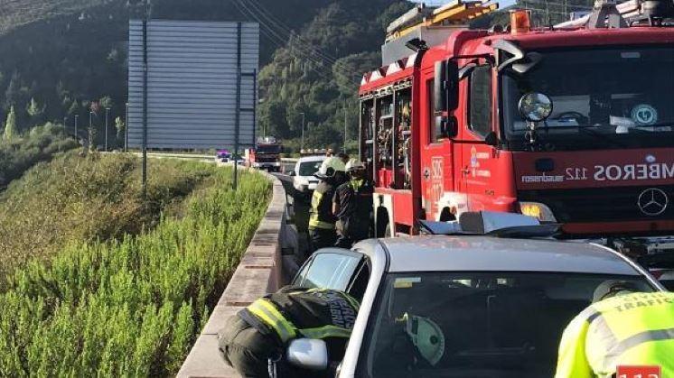 herida, conductora, colisionar, camión, vehículo, arcén, A-67
