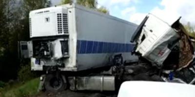 9 muertos, 30 heridos, accidente, Rusia, camión, autobús,