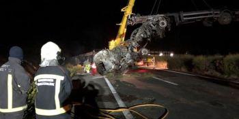 fallece, camionero, volcar, incendiarse, vehículo, AP-15,