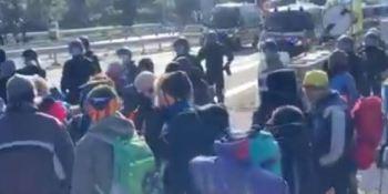 comienza, desalojo, manifestantes, bloquean, AP-7, frontera,