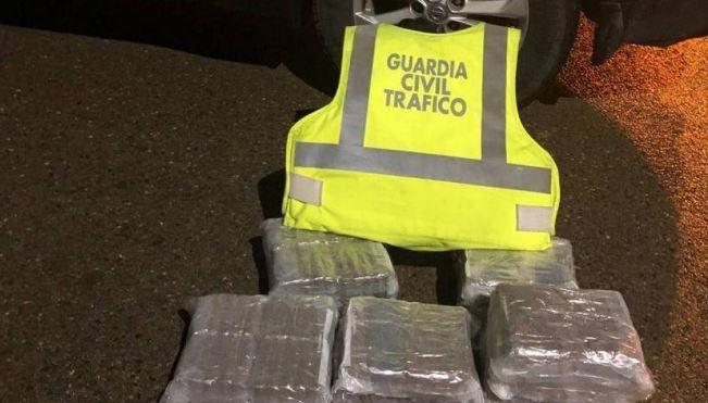 detenido, camionero, 22,6 kilos de hachís, Pina de Ebro,