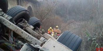 herido grave, camionero, puente,