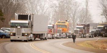 camiones, desfile , convoy, empresario, cáncer,