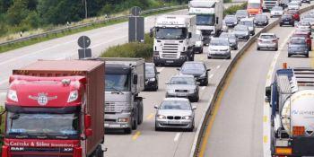 Francia, autoriza, circulación, camiones, domingo,