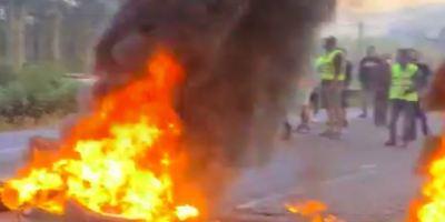 trabajadores, Alcoa, comienzan, barricadas, protesta, despidos, vídeo,