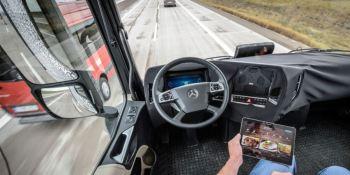 ¿Cuál es el rol de los conductores en los camiones autónomos?