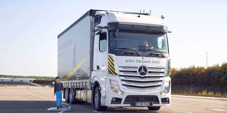 Mercedes-Benz Trucks presenta dos innovaciones en sus camiones para mayor seguridad