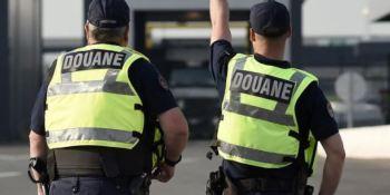 Detienen a un camionero en Biriatou que llevaba 379.000 euros en la cabina