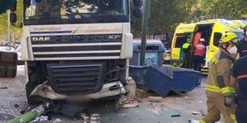 Herido grave en Sevilla tras perder el control un camión.