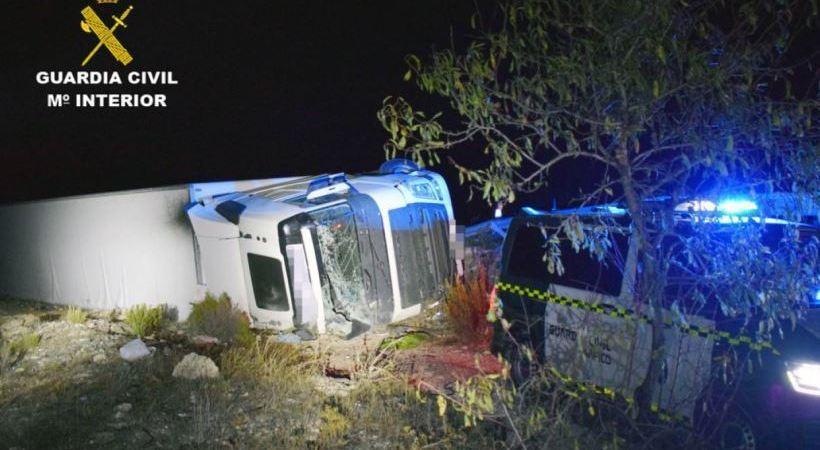 Investigado el conductor de un camión volcado por sextuplicar la tasa de alcohol
