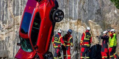 El crash test extremo de Volvo, dejan caer coches desde 30 metros