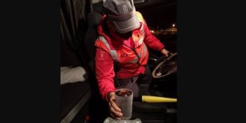Camionero multado por saltarse un control y un cubata en la cabina