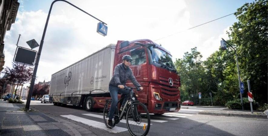 Récord de demanda de Sideguard Assist de Mercedes-Benz Trucks