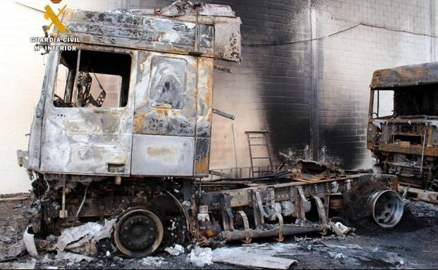 Dos detenidos por quemar camiones en una empresa de Cantabria
