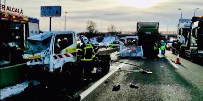 Heridos graves dos operarios de mantenimiento golpeados por un camión en la A-2