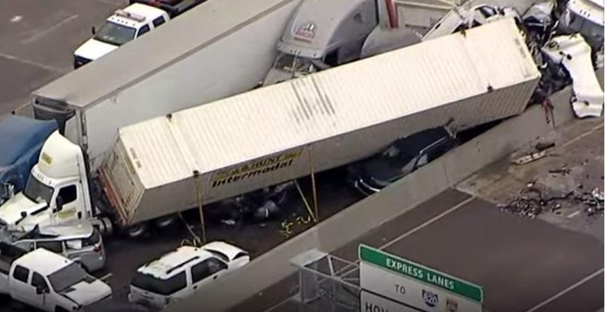 Al menos 5 fallecidos en un accidente en cadena en Texas