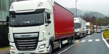 FNTR denuncia que los camioneros de Europa del Este van poco a sus casas