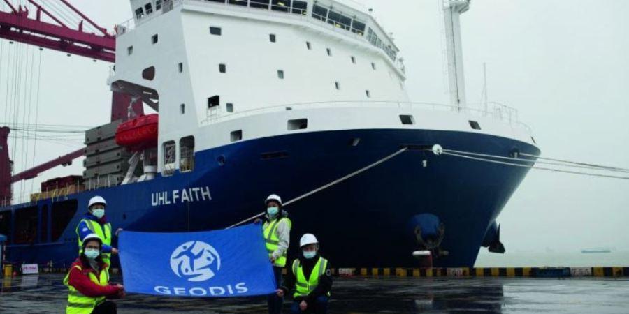 Los propios transportistas contratan un barco para el envío de contenedores