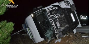 La Guardia Civil auxilia a un camionero desaparecido 5 horas tras un accidente en la AP-68