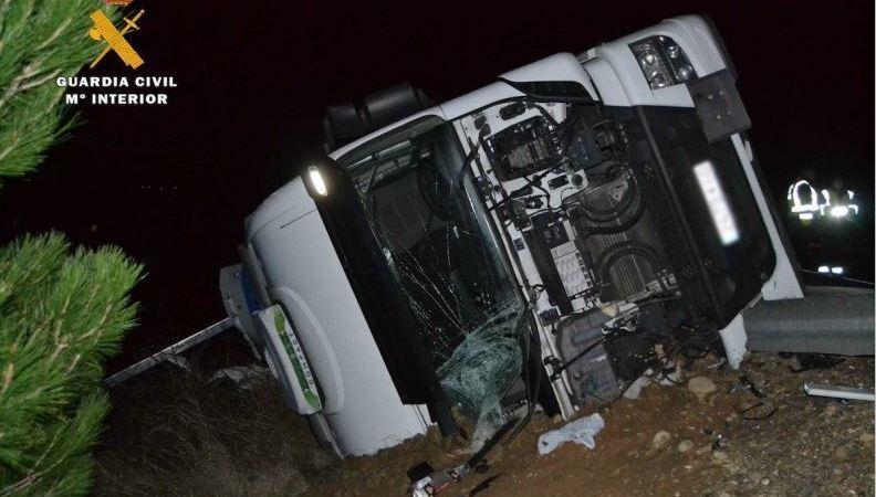 La Guardia Civil auxilia a un camionero desaparecido 5 horas tras un accidente en la AP-68