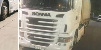 Camión robado, marca Scania matrícula CJ 16 HVJ y remolque matrícula R 2413 BCD