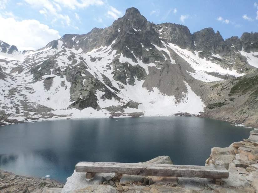 lago delle Portette (2361 m) e, in fondo, Testa delle Portette (2821 m)
