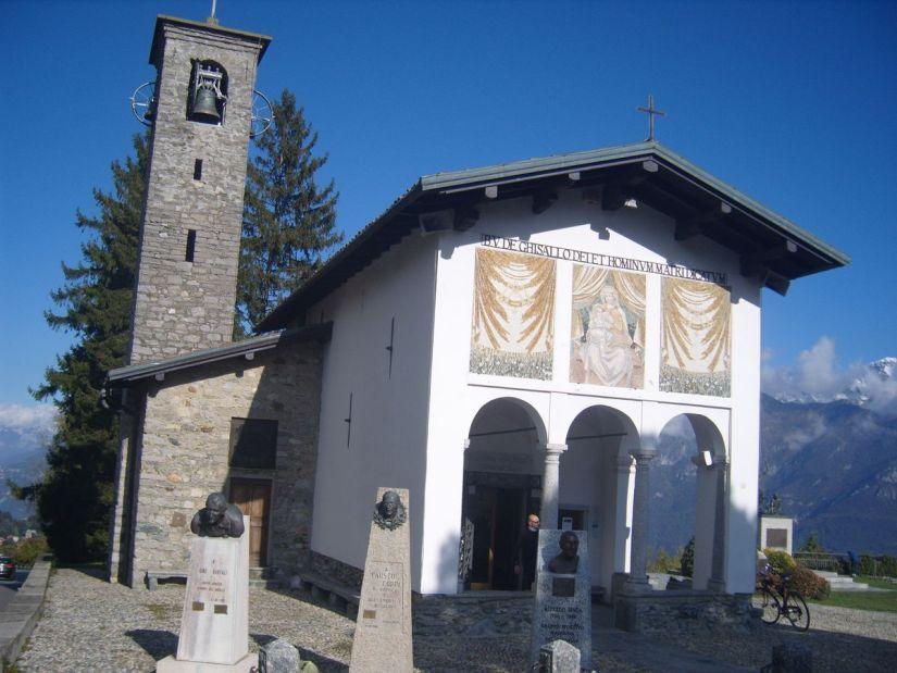 santuario della Madonna del Ghisallo a due passi dal lago di Como