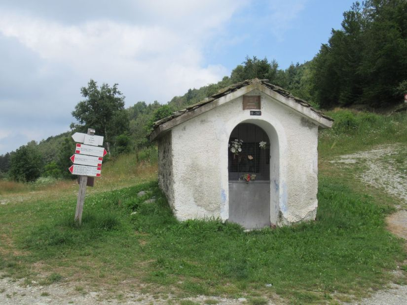 pilone di San Giovanni presso la Croce dei Cardini, da qui si parte per il monte Alpet