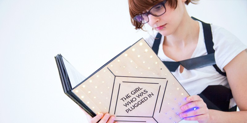 """Crean un libro interactivo que te hace sentir """"el dolor"""" de los personajes"""