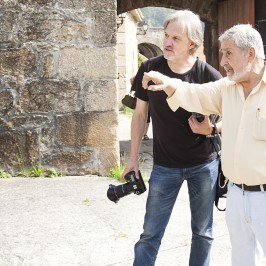 Xosé Abad con Gabriel Toimil, quien falleció el 2 de mayo y aporta su testimonio. /apegadadosavos.com