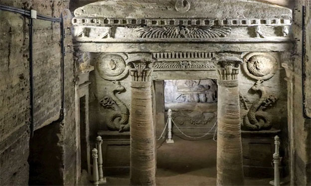 Las impresionantes catacumbas de Kom el-Shoqafa