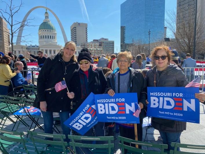 Latinos apoyando a Biden en su visita a St.Louis •Diario Digital STL
