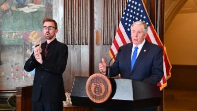 Photo of Gobernador Parson limita $47 millones adicionales para mantener presupuesto balanceado