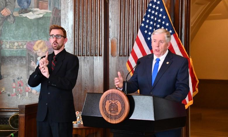 Gobernador Michael Parson de Missouri en rueda de prensa el 20 de Abril,2020