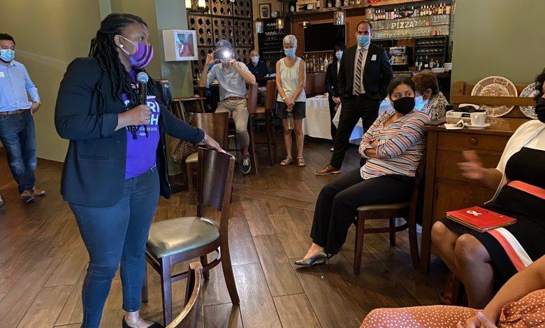 Cory Bush Contesta Preguntas en reunion con comunidad latina de St.Louis