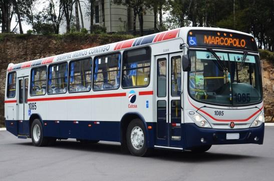 : Com mais de 20 mil unidades exportadas, como esta para o Uruguai, o Torino teve diferentes configurações: DIVULGAÇÃO MARCOPOLO